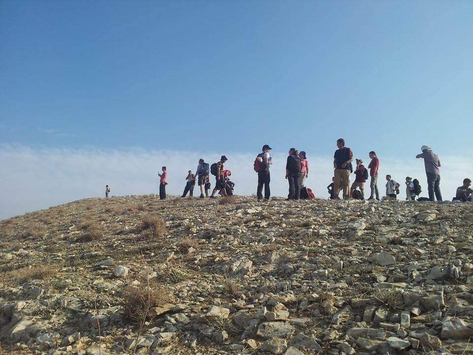 hiking-group-in-the-judean-desert